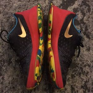 Nike rainbow sole 6.5 men's 8.5 women's sneaker